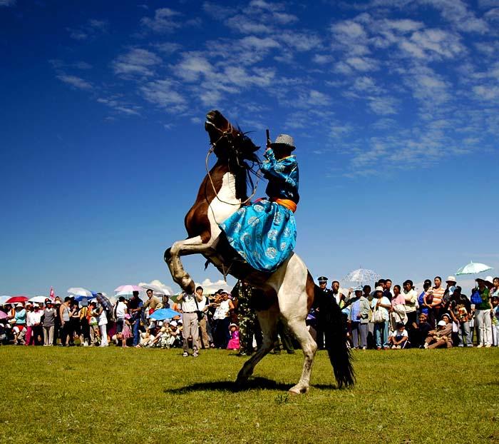 草原骑马去体验一下蒙古民族的草原生活.jpg